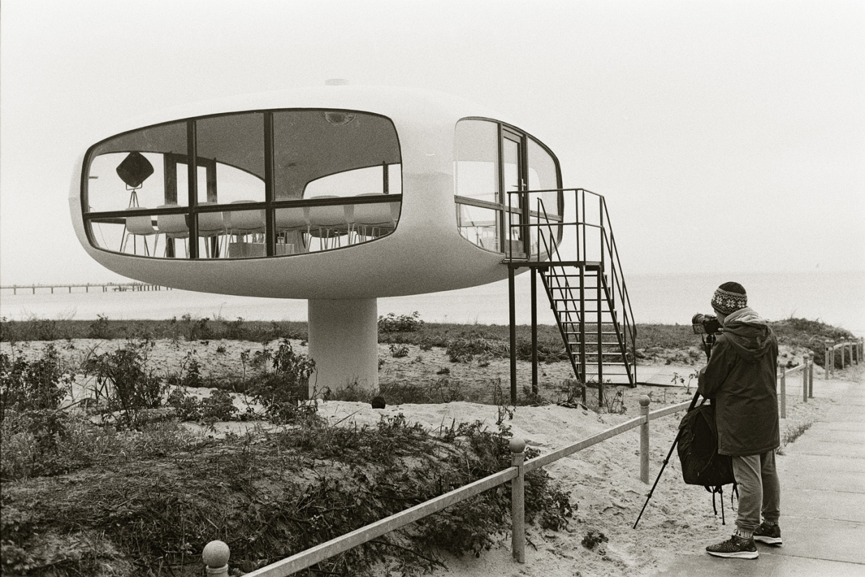 Foto: Noa fotografiert den ehemaligen Rettungsturm in BInz